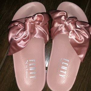 OFFICAL AUTHENTIC PINK BOW FENTY PUMA SLIDES